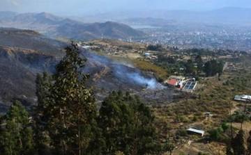 Incendio en el Tunari casi llega a casas de la ciudad