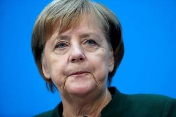 Merkel da un nuevo paso hacia un acuerdo político