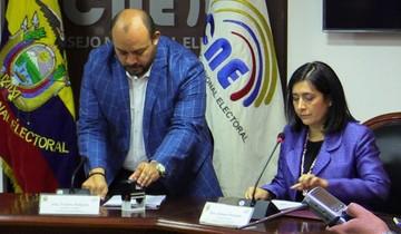 Ecuador: Moreno llama a consulta por reelección