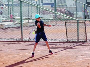 Niños afinan su artillería de cara a Nacional de Tenis 10