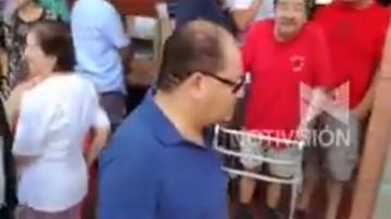 Ministro Romero fue abucheado al intentar burlar la fila para votar