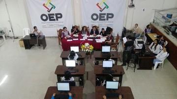 En Chuquisaca lideran los votos nulos, mientras Revilla y Ceballos se perfilan titulares