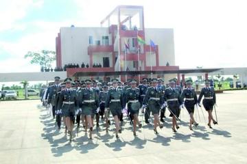Escuela Antiimperialista gradúa a 407 uniformados