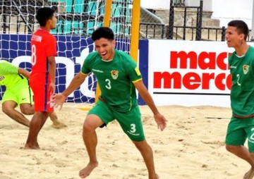 Bolivia derrota a Chile en fútbol playa y Evo celebra