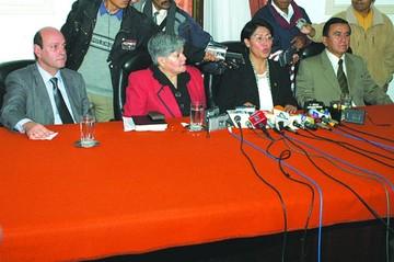 Primeros magistrados electos se van entre críticas
