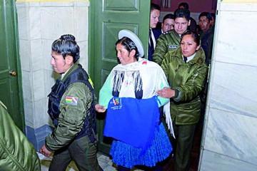 Ex ministra Julia Ramos deja la cárcel de Obrajes