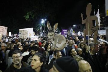 Israelíes protestan contra la corrupción en el poder