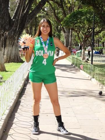 Adriana Delgadillo figura y promesa de la Selección Boliviana