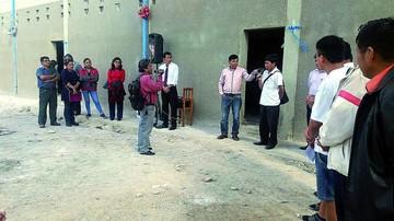 Padres de familia entregan camerinos en colegio Fe y Alegría