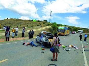 Vuelco cerca de Ckochis deja a conductor herido