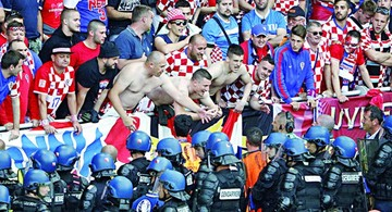 La FIFA castiga por incidentes de aficionados