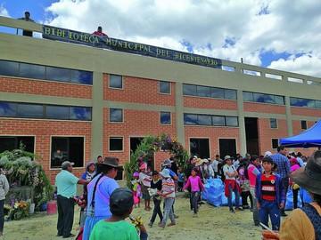 Inauguran biblioteca para las comunidades del D-8