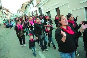Cívicos y colectivos retoman protestas contra reelección