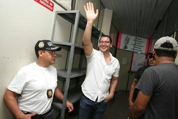 Diputado Monasterio sale libre tras decisión de juez de instrucción cautelar