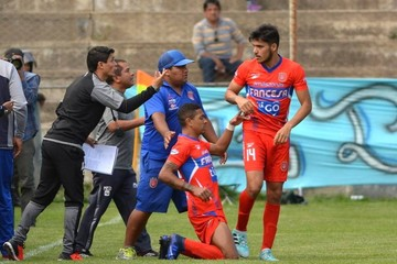 Universitario y Petrolero jugarán partido de desempate en el estadio de Sacaba