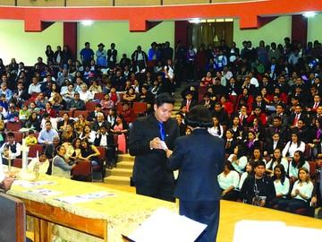 Se titulan 174 maestros en nueve especialidades