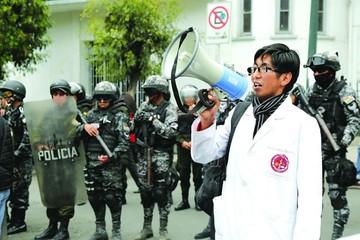 Gobierno y huelguistas alejan vía de negociación