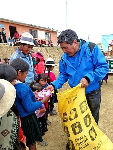 Buñuelos y juguetes van a comunidades de Ravelo