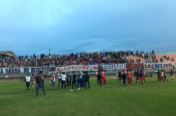 Universitario gana a Petrolero y asegura su permanencia en la Liga