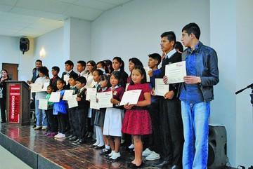Fundación Nuestro Tesoro premia a alumnos destacados