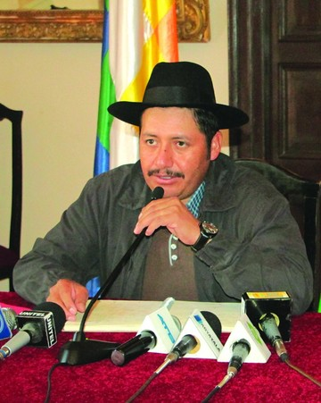 Urquizu planea llamar en enero a las instituciones