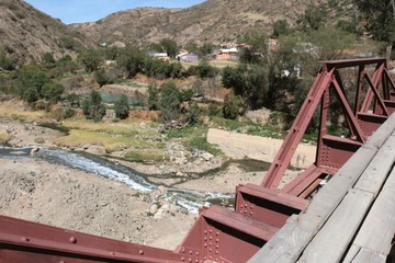 Hallan muerto a hombre en el río de Quirpinchaca