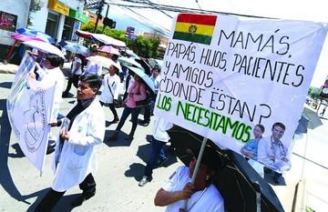 Masifican la huelga de médicos y no se vislumbra una solución
