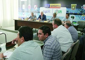 El torneo regionalizado genera posturas divididas