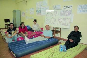 Salud: Seis personas sostienen la huelga