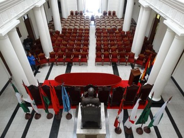 Asumen nuevos magistrados y Gobierno pide no hacer política