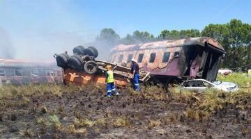 Sudáfrica: Mueren 14 personas en accidente de tren