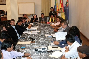 Comisión sesiona para suprimir  los artículos 205 y 137 del código penal
