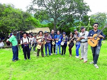 Charanguistas celebraron natalicio de Mauro Núñez