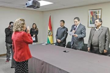 Arce posesiona a nueva directora del Notariado