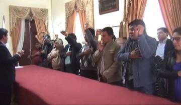 Alcalde Arciénega posesiona a subalcaldes y ratifica a sus secretarios