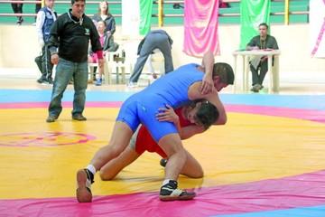 La Capital recibe el primer selectivo de lucha olímpica