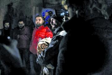 Régimen sirio mata a 16 civiles en bombardeos