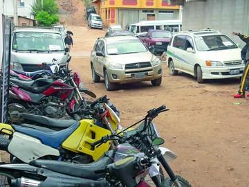 Secuestran diez motos y cuatro vehículos
