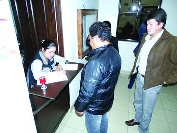 Deciden iniciar revocatorio para gobernador Urquizu