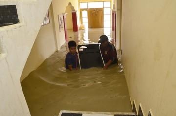 Lluvias y riadas causan estragos y dejan miles de damnificados