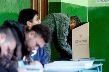 Presidente de Ecuador y gabinete recibirán resultados de referéndum