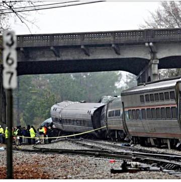 Colisión entre dos trenes deja fallecidos en EEUU