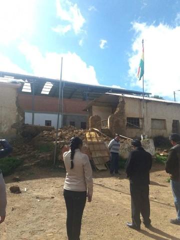 Un colegio en Tarvita comienza clases con aulas destruidas por la lluvia