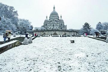 Intenso temporal de nieve causa problemas en Francia