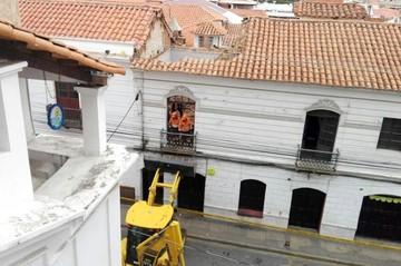 Sucre: Colapsa parte del techo de una casa del casco viejo