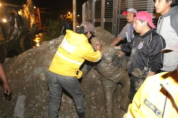 Sube a cuatro el número extraoficial de muertos por la riada en Tiquipaya