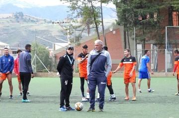 """Liga suspende el partido de la """"U"""" para mañana y el equipo viaja hoy a Cochabamba"""