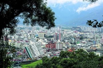Taiwán: Rescatan con vida a decenas de desaparecidos