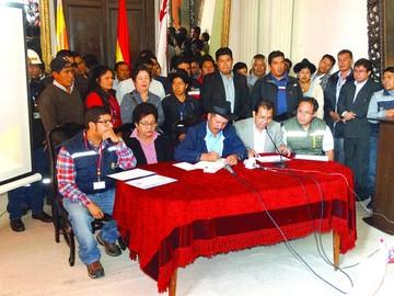 Gobernación: Campesinos observan a tres secretarios