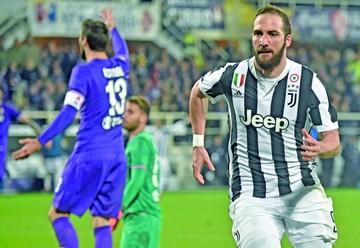 Juventus supera gana a Fiorentina y es nuevo líder